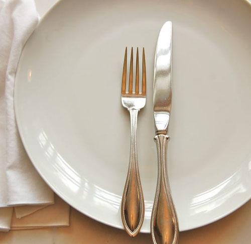 Ẩn ý sau cách xếp dao dĩa trên bàn ăn - 7