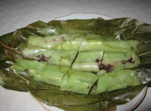Món bánh này được bán ở hầu hết các nhà hàng hay khu tham quan ở Ba Vì với giá khoảng 8.000 đồng một chiếc. Ảnh: Phương Lam.