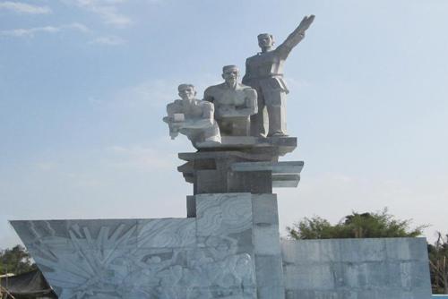 Tượng đài di tích chiến thắng Vàm Cái Sình ở TP Vị Thanh, tỉnh Hậu Giang.