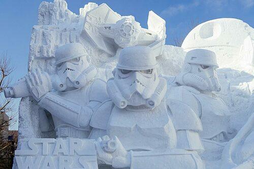 Lễ hội tuyết Sapporo với những bức tượng điêu khắc bằng băng. Ảnh: Japanistry.