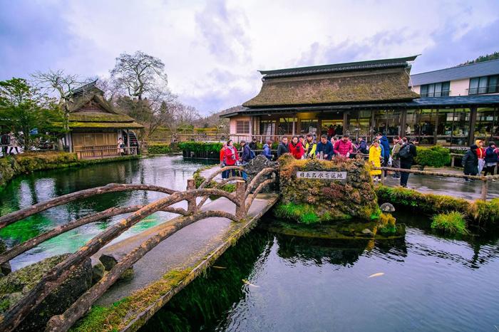 Oshino Hakkai ngôi làng cổ thơ mộng dưới chân núi Phú Sĩ. Ảnh: Shutterstock.