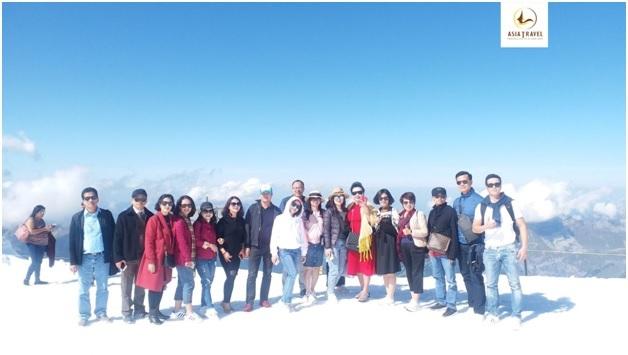 Đoàn khách của Du lịch Á Châu tham quan núi tuyết Titlis tại Thụy Sĩ.