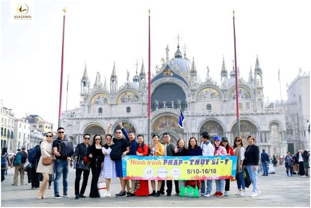 Đoàn khách của Du lịch Á Châu tại Venice, Italia.
