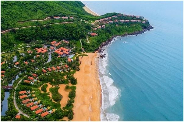 Banyan Tree Lăng Cô, resort 5 sao sở hữu tầm nhìn ôm trọn vịnh biển.