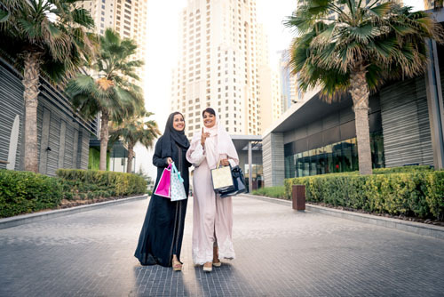 Mặc đồ hở nội y và đảo trang (cross dressing - hành động mặc các trang phục và phụ kiện mà được xã hội cho của giới khác) bị coi là bất hợp pháp. Ảnh: Oneinchpunch/Shutterstock.