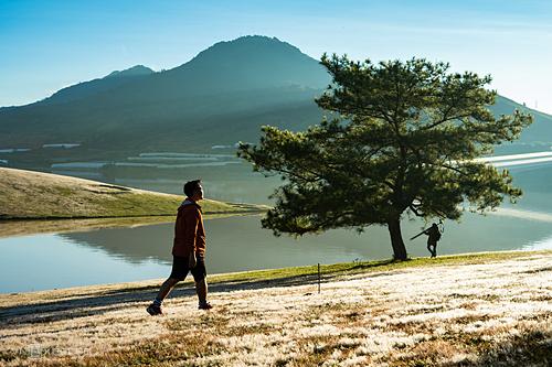 Vẻ đẹp của đồi cỏ hồng thu hút nhiều nhiếp ảnh gia, các bạn trẻ đến và là nơi lý tưởng cho các đôi chụp hình cưới. Ảnh: Van Nguyen Ngo.