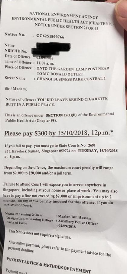 Phiếu phạt của cảnh sát Singapore phạt khách Việt vì để tàn thuốc rơi xuống đất. Ảnh: Randy Nguyễn.