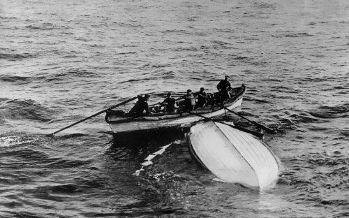 Một con thuyền cứu sinh được thuỷ thủ tàu CS Mackay-Bennett tìm thấy. Ảnh:Legag.