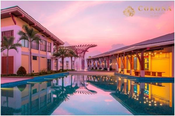 Corona Resort có toàn bộnội thất ngoại nhập và hệ thống dịch vụ đi kèm như: bể bơi, phòng gym...