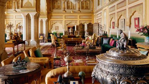 Khách thuê phòng sẽ có cơ hội tham quan một phần cung điện, hiểu thêm phần nào về cuộc sống hoàng gia ở Ấn Độ trước đây. Ảnh: Airbnb.