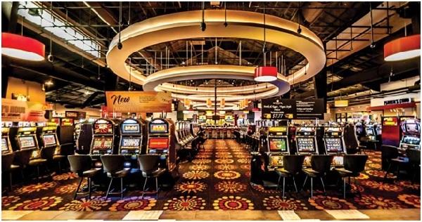 Corona là casino đầu tiên mở cửa cho người Việt vào chơi ở Việt Nam.