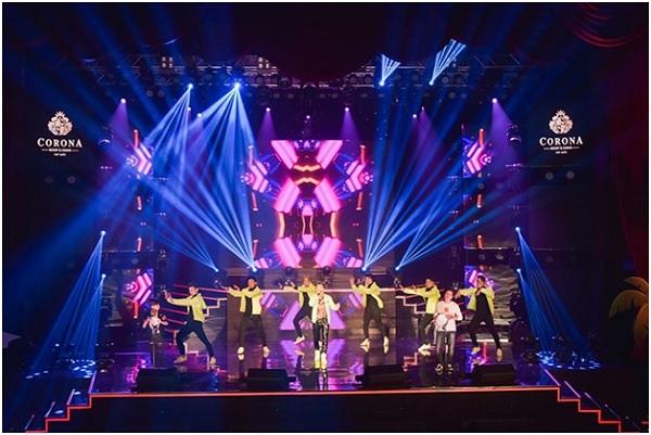 Nhà hát Corona ở Phú Quốc thường tổ chức những đêm nhạc có các ca sĩ nổi tiếng tham gia.