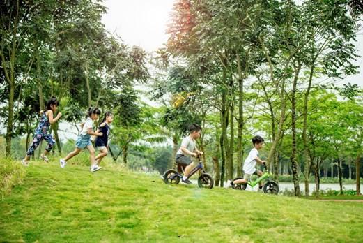 Ngoài cắm trại, sự kiện còn có các hoạt động như: đua xe thăng bằng, workshop kỹ năng cho trẻ, đốt lửa trại và ăn uống ngoài trời.