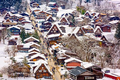 Làng cổ Shirakawago vào mùa đông. Ảnh: Envato