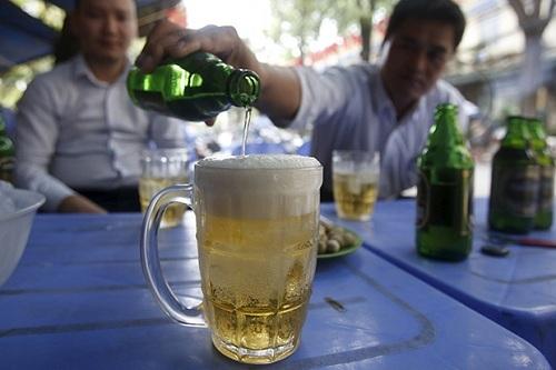Việt Nam là một trong những nước có tốc độ tiêu thụ bia tăng nhanh nhất thế giới. Ảnh:Reuters.