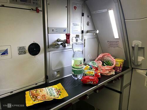 Bếp ăn tập thể trên chiếc máy bay mới.