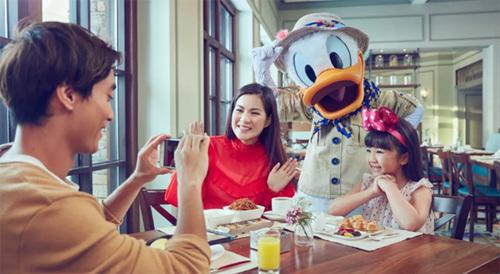 Khu vui chơi Disneyland tại Hong Kong không chỉ hấp dẫn trẻ nhỏ mà còn cả người lớn.