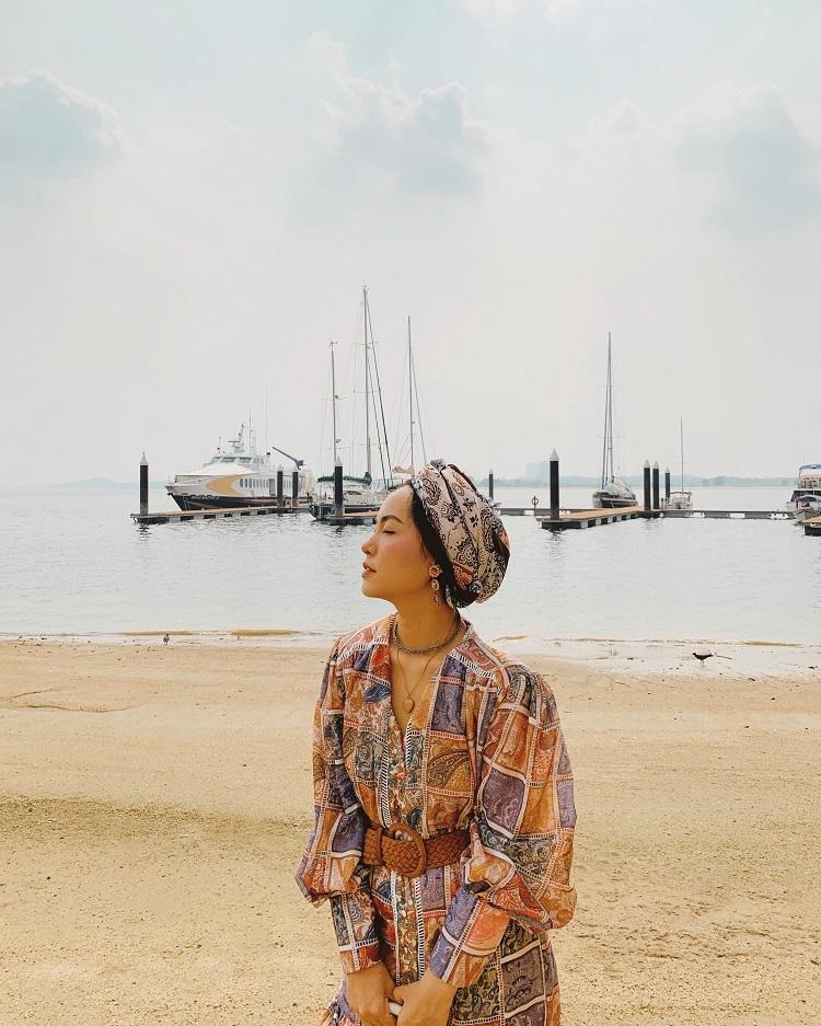 Johor Bahru là thành phố thuộc Malaysia, giáp ranh Singapore, nối liền vớiđảo quốc sư tửbằngcây cầu dài 2 km. Vị thế đắc địa khiến nơi này thu hút khách thập phương đến trải nghiệm và tận hưởng các dịch vụ giải trí với giá cảmềm hơn so với Singapore.