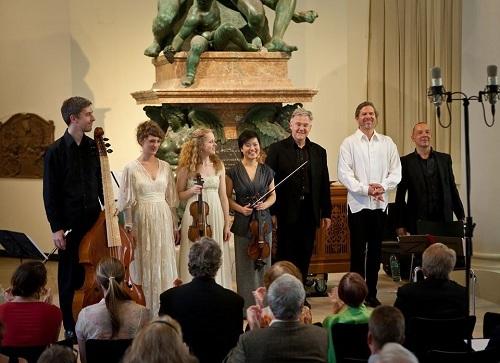 Ensemble Phoenix München là nhóm nhạc nổi tiếng với chất lượng biểu diễn và phong cách thể hiện đặc sắc.