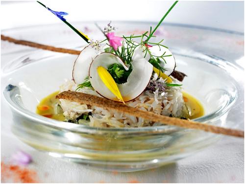 Ngoài bữa tiệc ẩm thực đẳng cấp, thực khách còn được trải nghiệm những loại vang hảo hạng đi kèm.