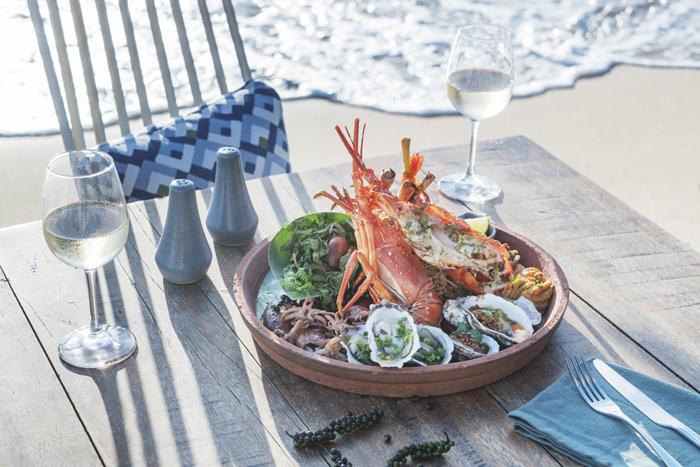 Đặc sản của Sea Shack là khay hải sản nướng đủ loại chấm với muối ớt xanh hoặc muối tiêu Phú Quốc, dùng kèm với các loại rau thơm trộn giấm và hành hoa. Một điểm không thể bỏ qua của Sea Shack là tiệc nướng bên bờ biển mỗi dịp cuối tuần. Thực đơn nướng đa dạng thay đổi theo tuần và món ăn được phục vụ ngay tại bàn còn nghi ngút khói, tỏa mùi thơm vô cùng mời gọi đối với các tín đồ hải sản. Sea Shack còn thu hút du khách bởi cảm giác phiêu và yên bình khi nhâm nhi 1 ly Tiki coctailk bên bờ biển, đẫm mình trong chiều hoàng hôn yên ả khi ánh tà dương dần khuất và nước biển đổi màu xanh thẫm.