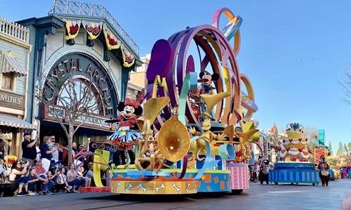 Một cuộc diễu hành của các nhân vật hoạt hình tại các công viên Disney. Ảnh: WDW News Today.
