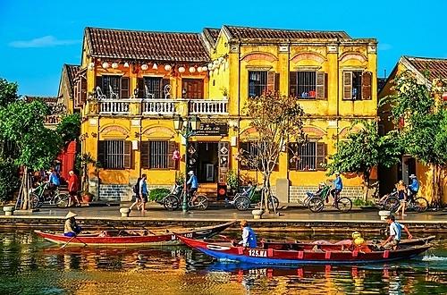 Việt Nam hiện có hai di sản thiên nhiên, 5 di sản văn hoá và một di sản văn hoá -thiên nhiên được UNESCO công nhận, bên cạnh các di sản văn hoá phi vật thể và tư liệu khác. Ảnh: Minh Ngọc.
