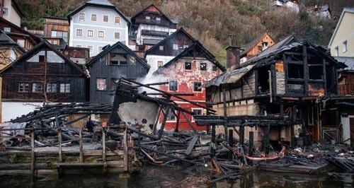 Ít nhất, 4 tòa nhà đã bị hư hại nặng nề tại nơi được UNESCO xếp hạng Di sản Thế giới. Ảnh: APA.