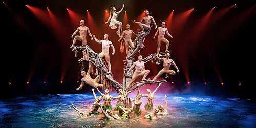 Show diễn giấc mơ được dàn dựng hoành tráng và công phu trên sân khấu nước. Ảnh: Travelzoo.
