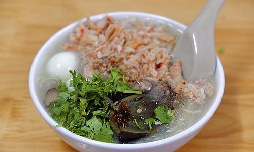 Một bát súp cua đầy ắp có giá 37.000 đồng. Ảnh: Lan Hương.