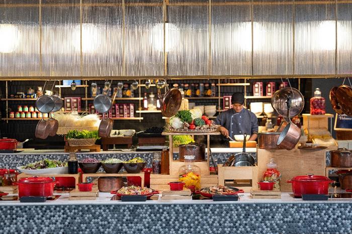 Nếu bạn muốn chào đón một thập niên mới với những món ăn thuần Việt thì The Market sẽ mang đến cho bạn một bữa tiệc tất niên đúng điệu. Thực khách sẽ đón năm mới với nhạc sống sôi động, DJ tài năng và màn pháo hoa rực rỡ trên biển. Cho dù bạn muốn tổ chức một bữa tiệc ấm cúng, thân mật hay sự kiện tầm cỡ dịp cuối năm thì Premier Village Phu Quoc đều có thể đáp ứng.