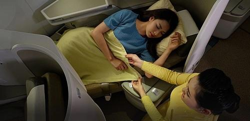Ghế ngồi ngả lưng 180 độ tạo cảm giác thư giãn trong chuyến đi dài. Ảnh: Vietnam Airlines.