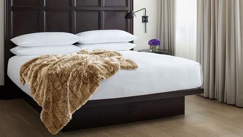 Nhiều du khách cảm thấy bất ngờ khi biết rằng giường ngủ trong khách sạn cũng là thứ từng bị đánh cắp. Ảnh: Europe.shopedition.