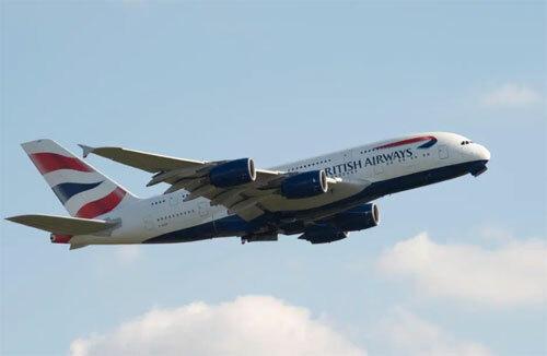 Đầu tháng 12, hãng British Airways đã gặp sự cố khi một hành khách đòi mở cửa thoát hiểm trước khi hạ cánh một tiếng. Ảnh: Alamy live news.