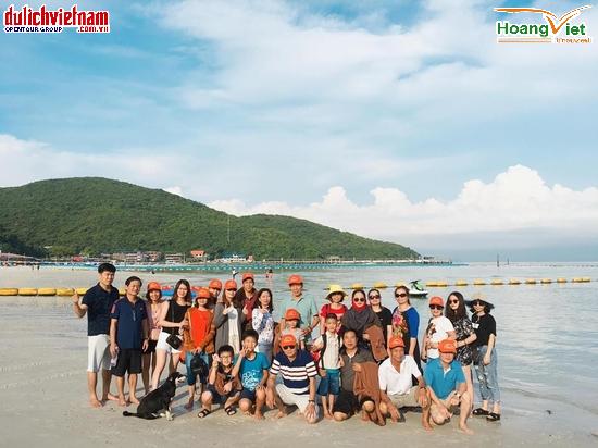 Du khách khám phá thành phố biển Pattaya sôi động.