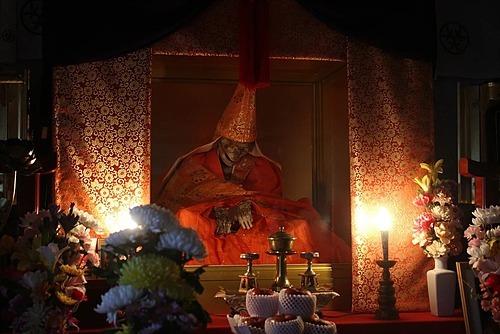 Xác ướp sokushinbutsu có tên Shinnyokai-shonin trong đền Dainichibou có từ thế kỷ 18. Ảnh: Dainichibou.
