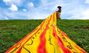 5 bước tạo hoa văn trên vải batik ở Indonesia