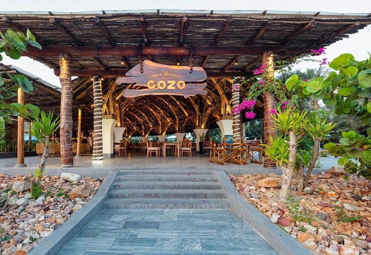 Tọa lạc trong khu nghỉ dưỡng và du lịch sinh thái Stelia Beach Resort ngay ngã ba quảng trường Nghinh Phong, mặt tiền biển đường Độc Lập, thành phố Tuy Hòa, Phú Yên, nhà hàng Gozo Brew House đón khách từ giữa tháng 9/2018 và nhanh chóng trở thành điểm đến thu hút du khách và người dân xứ Nẫu.