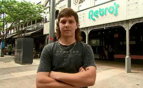 Jed đã để kiểu tóc này 5 năm và không có ý định thay kiểu khác, dù bị cấm vào nhiều quán bar. Đây cũng là kiểu tóc được nhiều người Australia vô cùng yêu thích, theo Mirror. Ảnh:  A Current Affair.