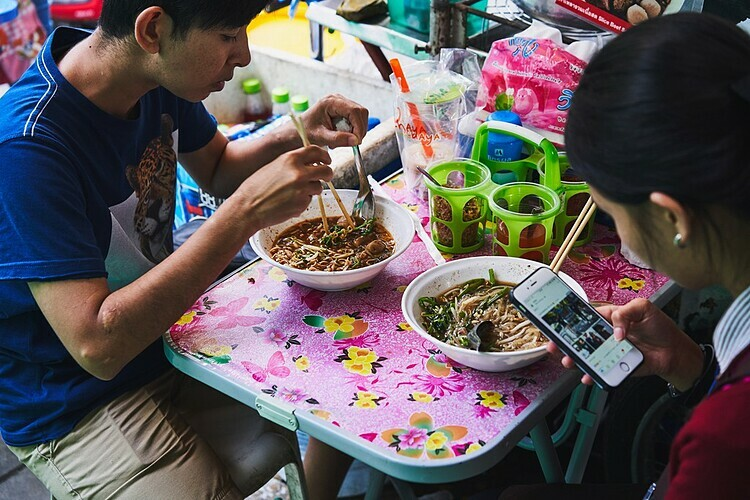 Hầu hết các quán vỉa hè hay người bán rong ở Thái Lan chỉ bán một món duy nhất. Ảnh: Benjamin McMahon.