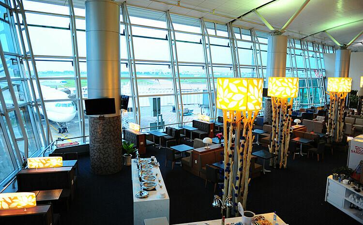 Khu vực buffet trong phòng chờ Bông sen vàng. Ảnh: Vietnam Airlines.