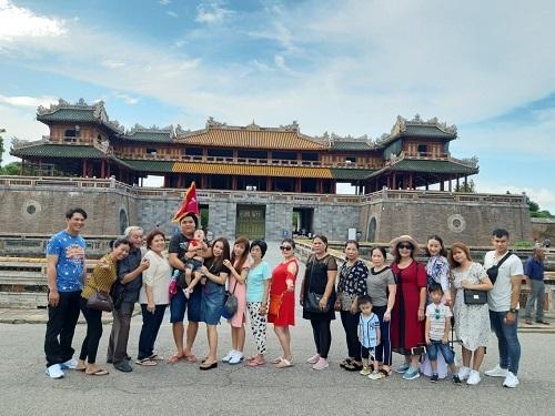 Đoàn khách du lịch trong nước của Du Lịch Việt.