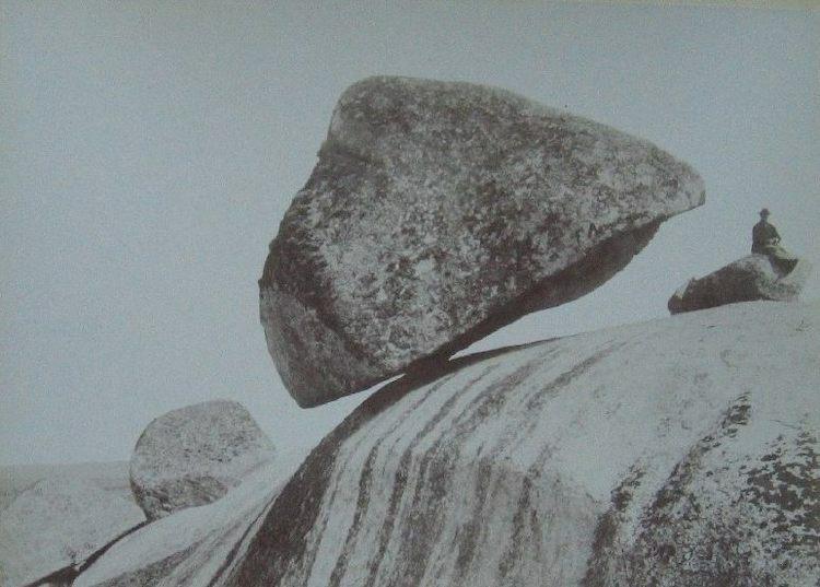 LaPiedra Movediza được chụp vào khoảngnăm 1890. Ảnh:Samuel Boote/Public .