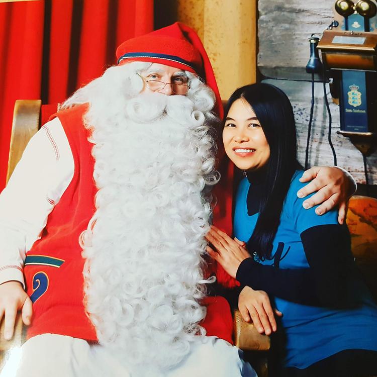 Đến làng Santa Claus, du khách được gặp trực tiếp ông già Noel với bộ râu trắng muốt.
