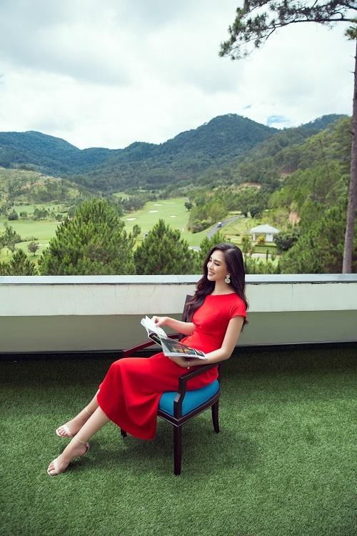 Tiểu Vy cho biết Sam Tuyền Lâm Golf & Resorts Đà Lạt là lựa chọn trong danh sách ưu tiên của mình mỗi khi muốn nghỉ ngơi và chụp những bức ảnh đẹp với phong cảnh thiên nhiên yên bình.