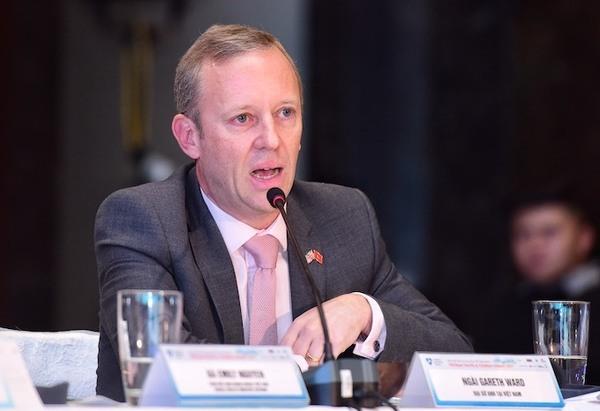 Đại sứ Anh tham gia đưa ý kiến tại Diễn đàn.