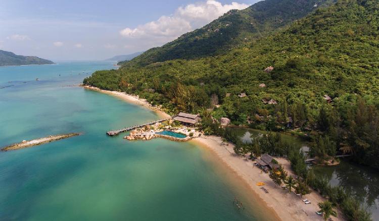Khánh Hoà từ lâu đã trở thành một điểm đến ưa thích của du khách trong, ngoài nước và ngày càng hấp dẫn hơn với sự xuất hiện của nhiều khu nghỉ dưỡng, khu vui chơi giải trí đẳng cấp quốc tế.