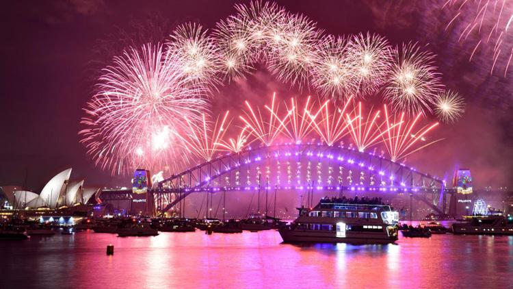 Năm nay Australia vẫn bắn pháo hoa, dù vừa xảy ra hỏa hoạn. Ảnh: CNN.