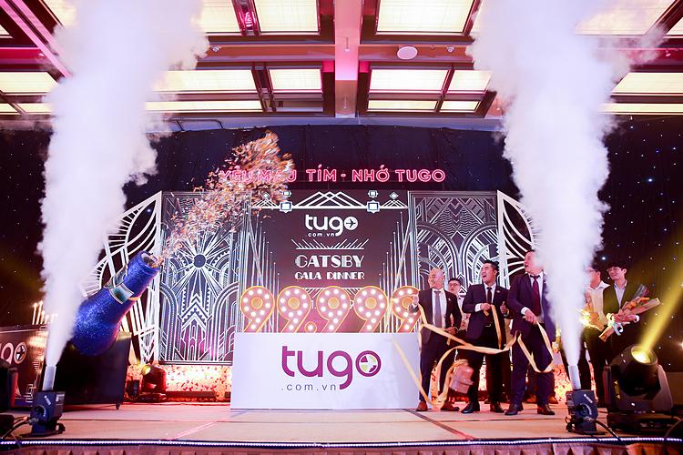 Lễ chào mừng con số 99.999 trong lễ tổng kết cuối năm. Ảnh: Tugo.