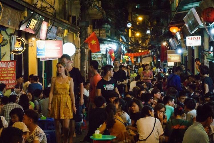Phố bia Tạ Hiện tại Hà Nội. Ảnh: Texx1978/Flickr.